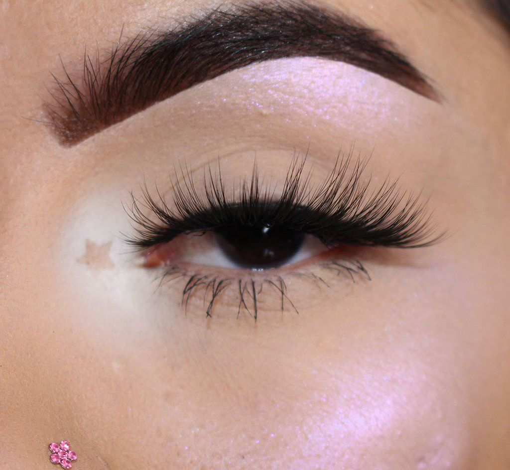 Giselle Eyelashes, Makeup, False lashes
