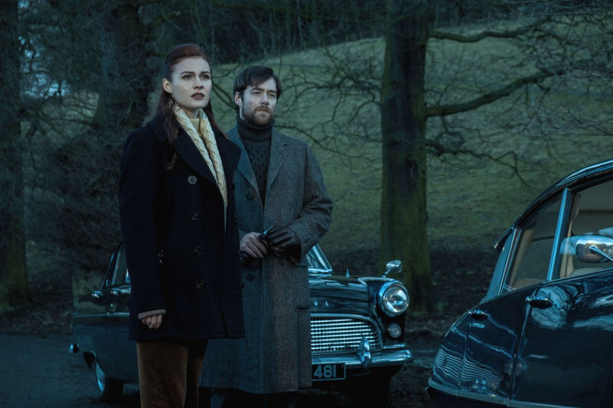 Bree and Roger in the finale. Not sure where this might be. Maybe below the standing stones? Or on the way to Lallybroch? We shall soon see!