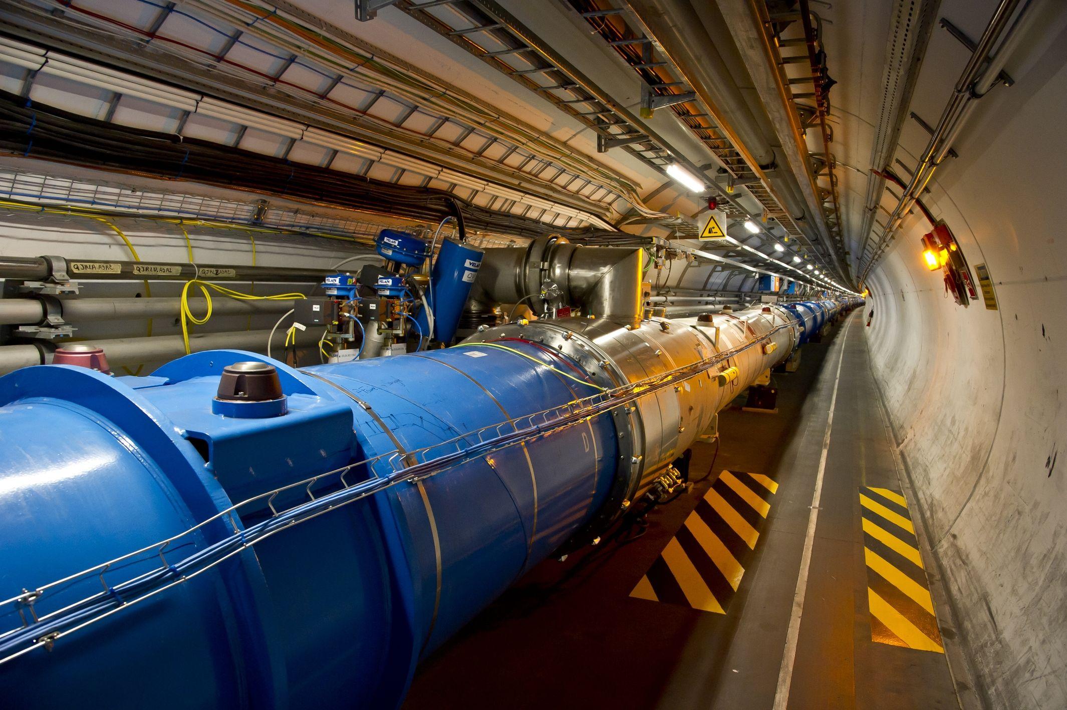 El CERN planea la construcción de un colisionador de partículas tres veces más grande que el LHC. Allí donde el túnel circular del LHC se extiende 27 kilómetros, el circuito del FCC mediría entre 80 y 100 kilómetros.