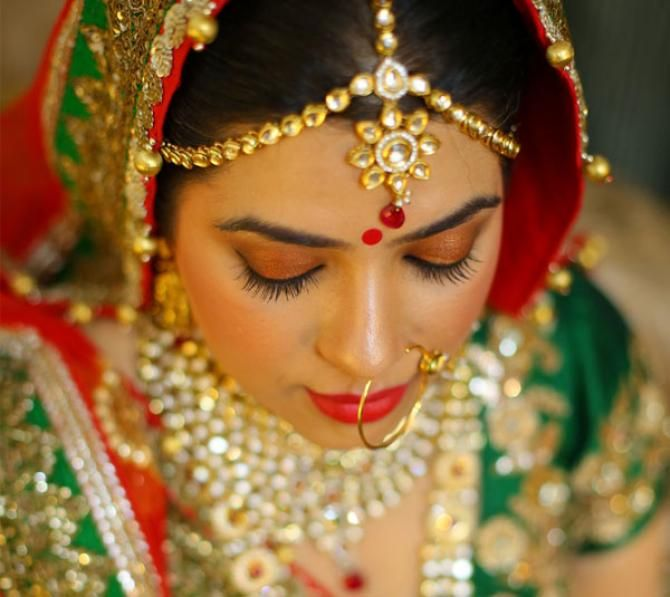 7 Breathtaking Maang Tikka Styles You Can Steal From These Gorgeous Indian Brides   Bridal ...