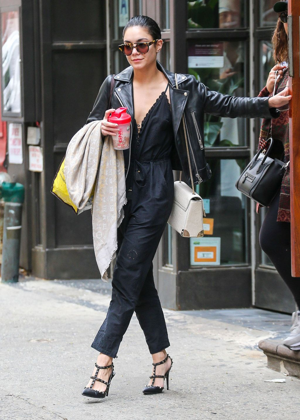 When she gave us all major jumpsuit envy. | clothes/hair ...