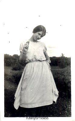 VINTAGE B & W PHOTO K_4660 PRETTY WOMAN IN DRESS IN FIELD