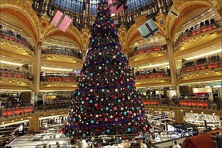 Christmas Trees In Shopping Malls Beautiful Christmas Trees Christmas Tree Holiday Tree