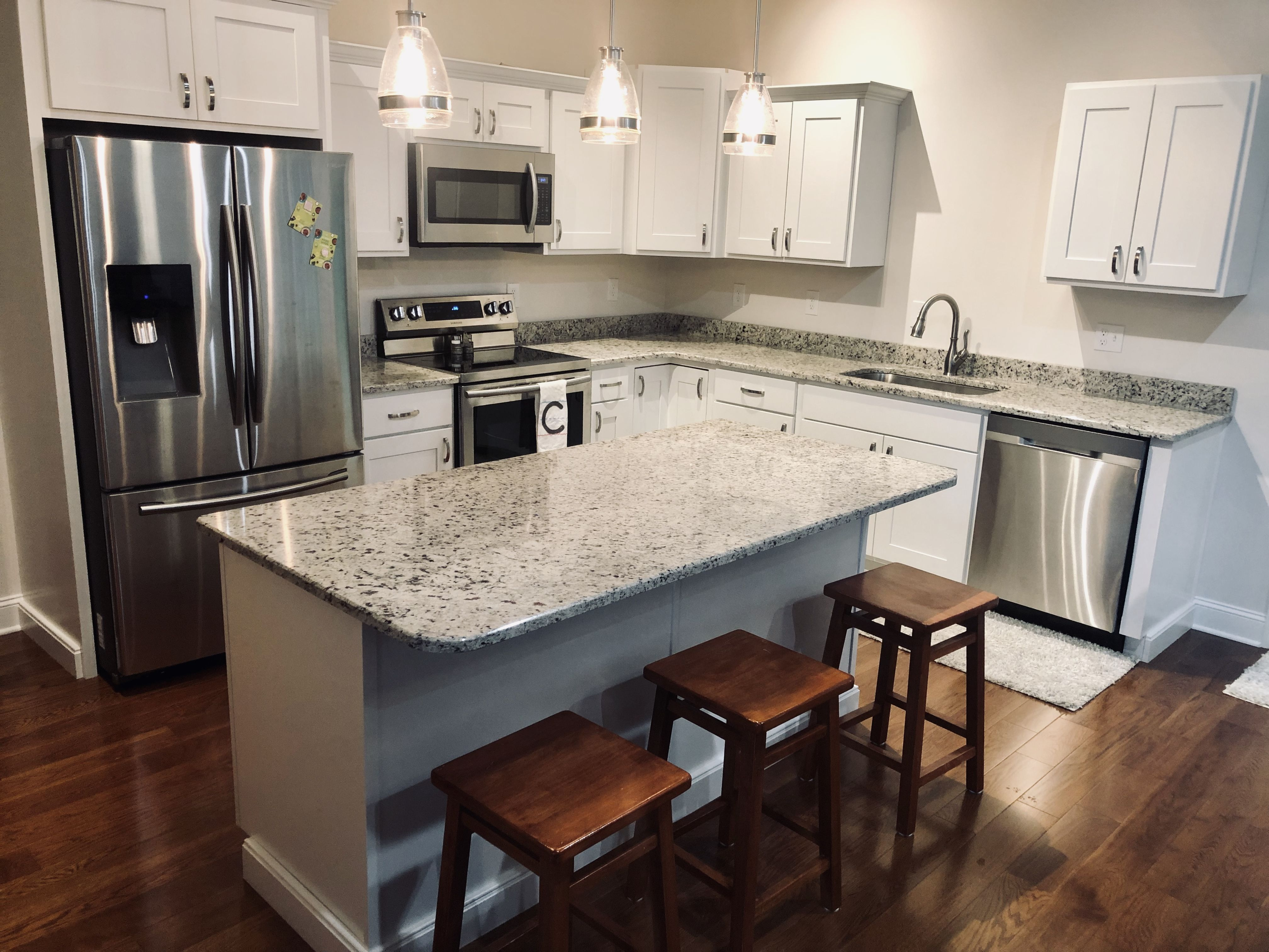 Spring Is Almost Here And It S A Good Time To Finally Replace Your Old Countertops And Upgrade Your Kitchen Her In 2020 Kitchen Design Custom Countertops Countertops