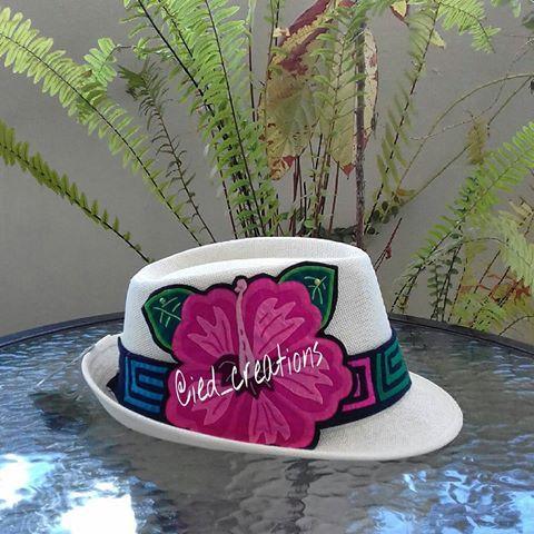 Sombrero con detalles de molas, disponible para darle color a tu estilo. Pedidos y consultas a iedyi28@gmail.com o direct. #panamademoda #panamá #panama #pty #molaspanama #mola #molas #desing #diseño #sombrero #hat #fedora #handcraft #handmade #hechoamano #madeinpanama #diseñopanameño #panamacity #diseñounico #moda #style #fashion #modapanama #ventaspanama #trendy #artetextil #textilart #fedorahat #fashionpty #accesorio