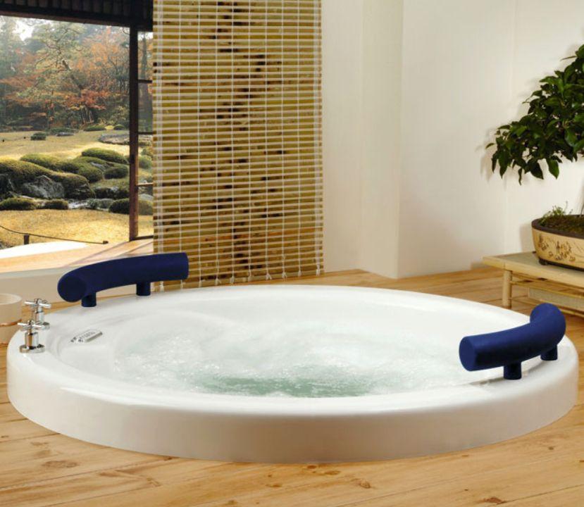 Twin seat round bathtub by Produits Neptune / Osaka Collection ...