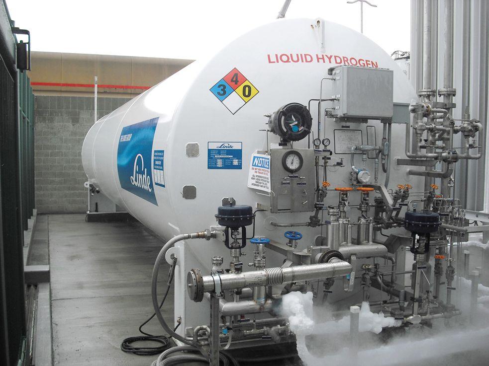 Liquid Hydrogen LH2 fueling station st...