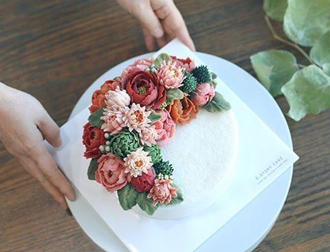 디스토리케이크 즐거운 11월 수업.🌵 화려한 컬러의 심화반 수강생 작품. #cakedecorating #instadaily #flowerstagram #flowercake #cakedesign #buttercream #beanpaste #koreandessert #instacake #wilton #dessert #food #birthdaycake #cake #케이크 #플라워케이크 #떡케이크 #냠냠 #달달 #취미 #앙금플라워 #앙금떡케이크 #앙금케이크 #꽃케이크 #생신케이크 #송파떡케이크 #フラワーケーキ