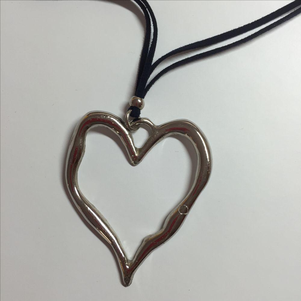 Armilla - Heart on Suede Necklace