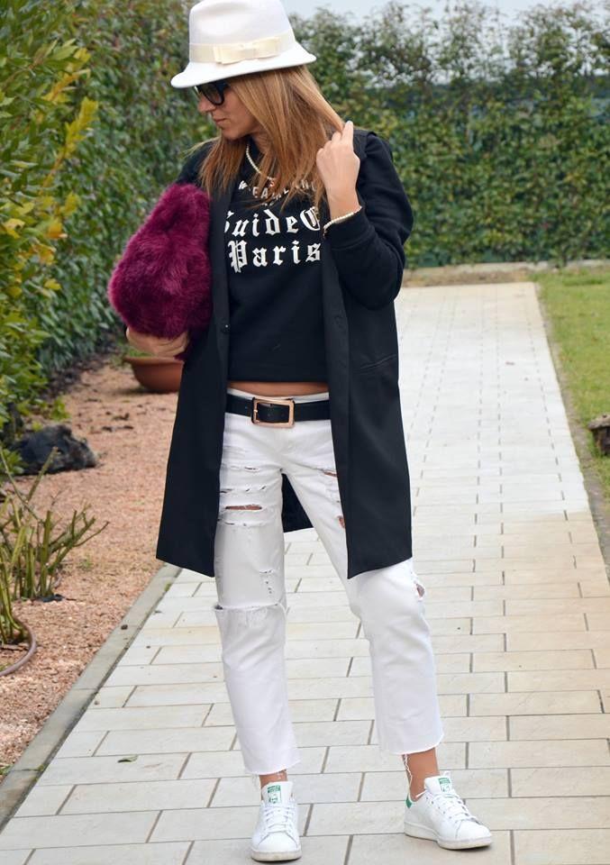 Jeans Paio Scarpe Sportive Sono Di Must Una E Un Have Maglietta qfwIfR