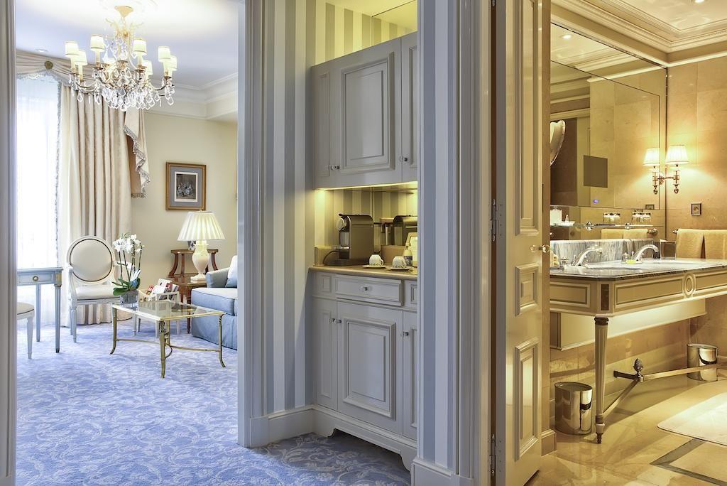 Four Seasons Hotel George V Paris France Booking Com