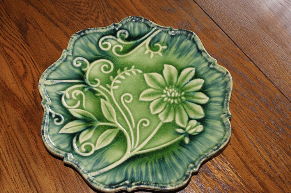 ARHAUS Green Wildflower Decorative Wall Hanging or / Dinner Plate.11""
