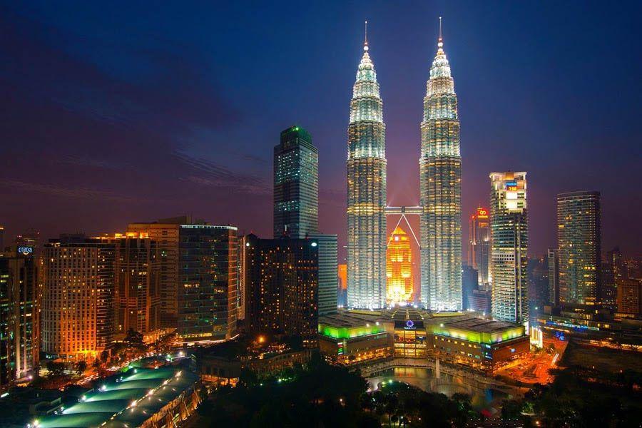 السياحة العربية في ماليزيا العرب المسافرون ماليزيا Malaysia New York Skyline Empire State Building
