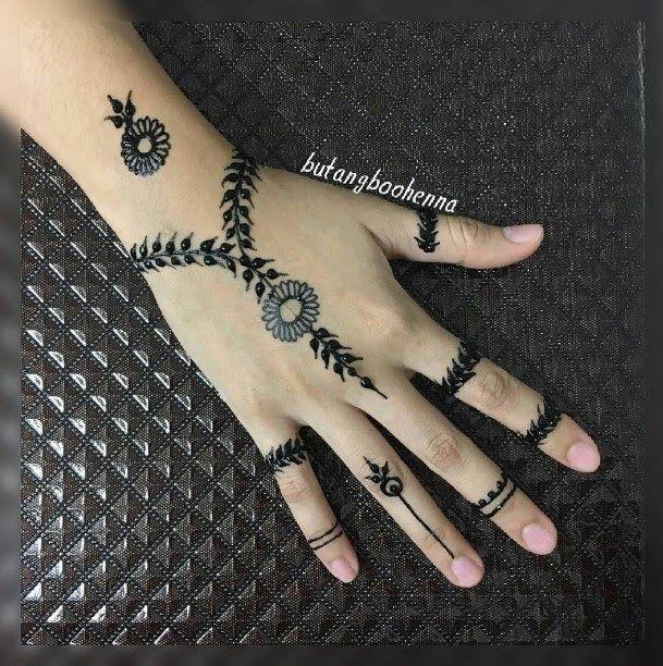 Gambar Henna Yg Mudah Dan Bagus 57 Motif Henna Tangan Sederhana Yang Mudah Da Bagus Dan Gambar Henna In 2020 Tattoo Prices Henna Hand Tattoo Tattoo You