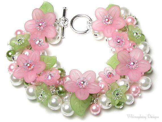 bracelet à breloques fleurs printemps amour rose pastel et vert