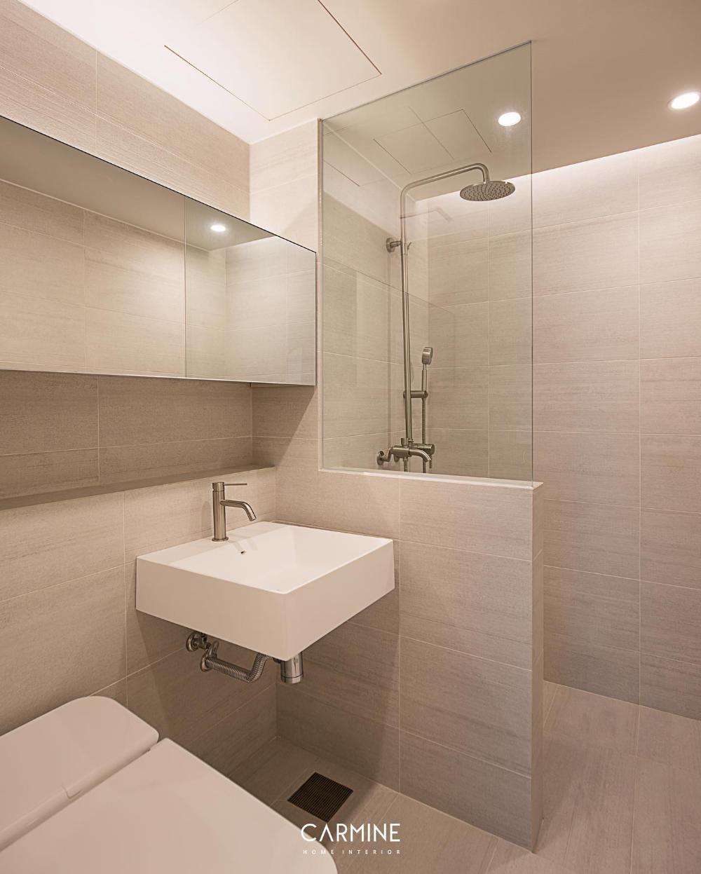 도화 마포주상복합 - 독립적인 샤워 공간을 위해 하프 가벽을 세운 후 투명 파티션을 시공하여 개방감을 더해주었고, 밝은 톤의 베이스로 모던한 느낌을 연출했습니다 :-) . . #Bathroom #Bathroomdesign #interior #homeinterior #homedesign...   SnapWidget
