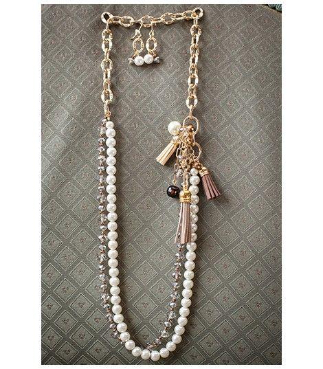 9e107eaec641 Collar en finas cuentas de vidrio esmaltadas color perla