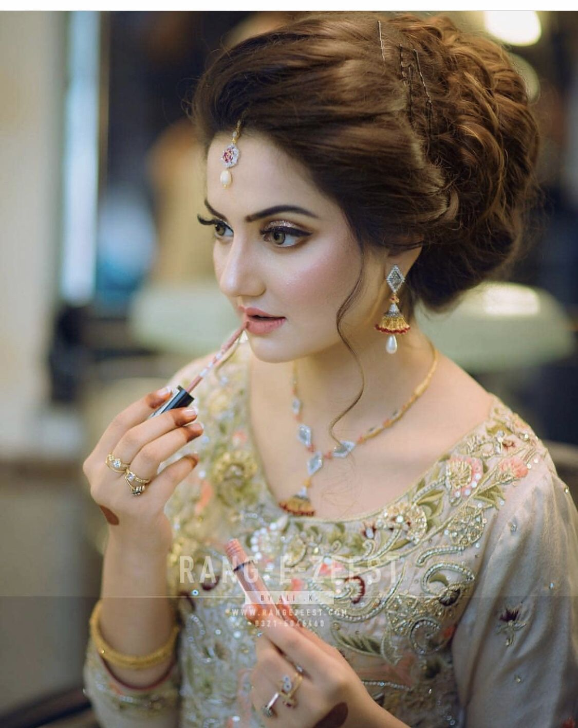 Pin By Ks On All About Weddings Pakistani Bridal Hairstyles Indian Wedding Hairstyles Pakistani Bridal Makeup
