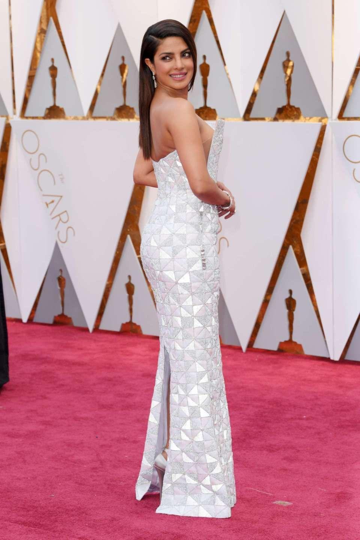 f1c108ec9774 Priyanka Chopra – Oscars 2017 Red Carpet in Hollywood