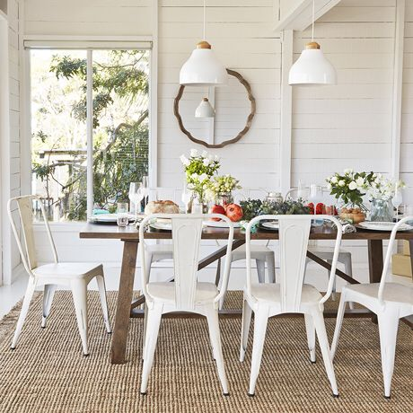 White Metal Bistro Chairs With A Wood Table Metal Bistro Chairs Bistro Chairs Dining Room White Chairs Wood Table
