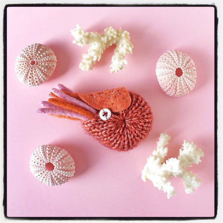 There is also pink/orange one! Available on my @etsy shop! ピンク/オレンジのオウムガイブローチもお店に出しました www.hine.etsy.com #nautilus #etsy #hine #craft #handmade #toy #水島ひね by sheishine