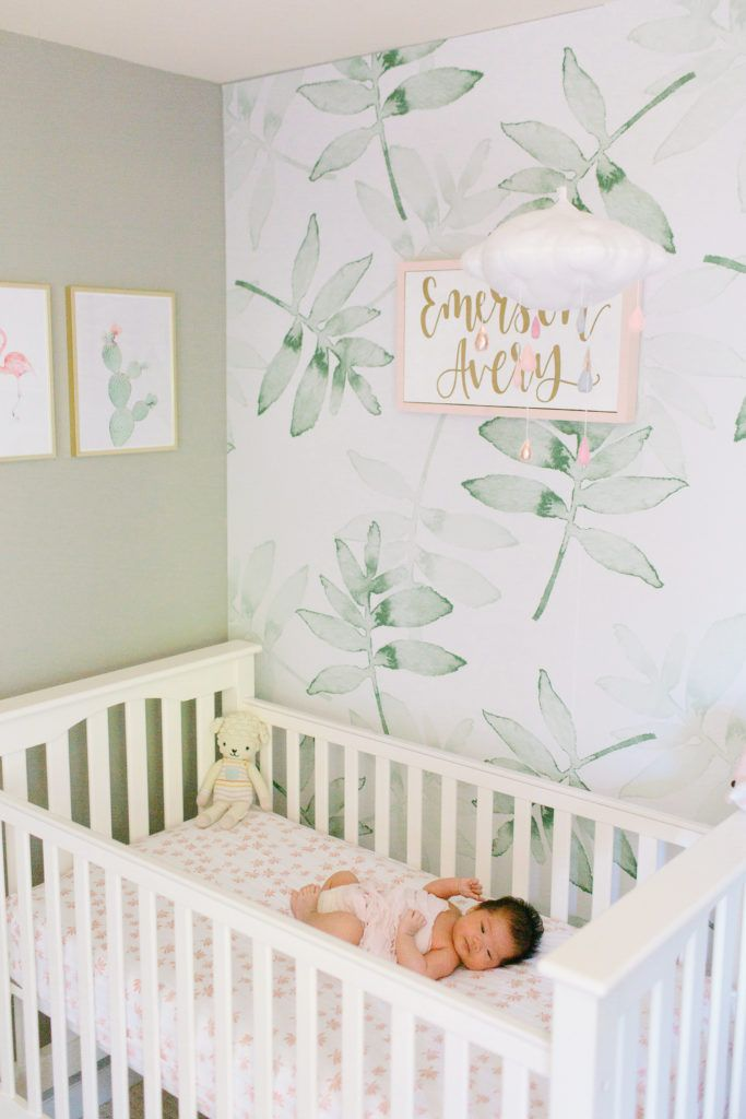 Soothing Tropical Nursery with Hints of Pink | Bebes recien nacidos ...