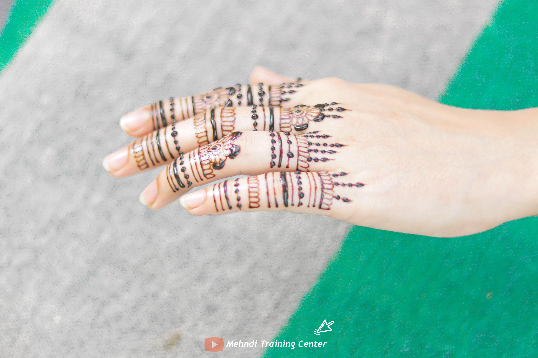 Ayeza Khan Back Hand Finger Mehndi Design Ayeza Khan New Mehndi Style Alia Mehndi Mehndi Designs For Fingers Mehndi Designs Finger
