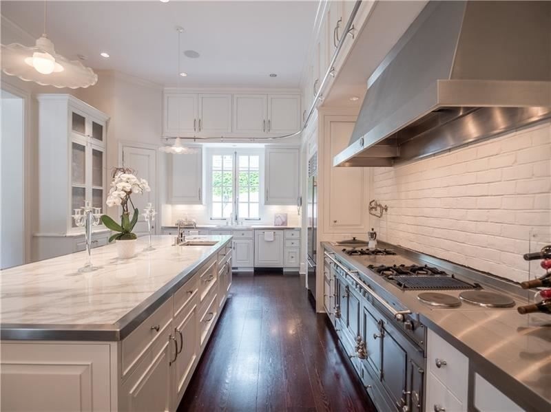 2790 Habersham Road Nw Atlanta Ga 30305 6089940 Re Max Of Georgia Custom Kitchens Luxury Homes Kitchen Living