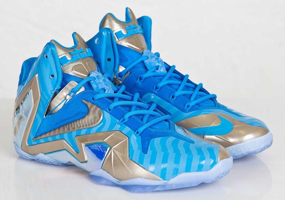 best service 2d2cd 7a87a Nike LeBron 11 Elite