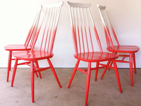 midcentury modern dining chairs in coral ombre - I saw these in person at a vintage sale in Austin and they are amazing!