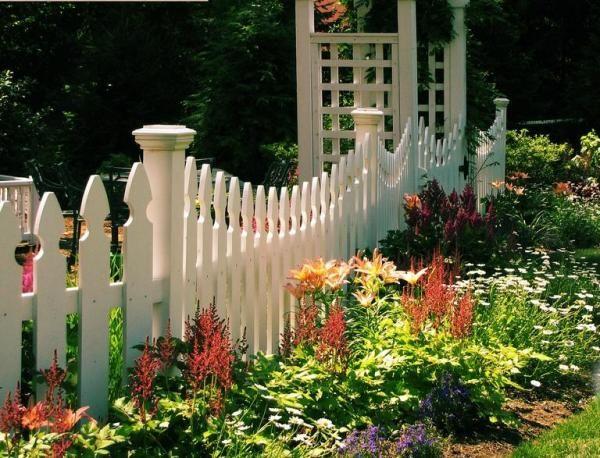 bepflanzungstipps schmale pflanzstreifen garten weißer lattenzaun, Garten und Bauen