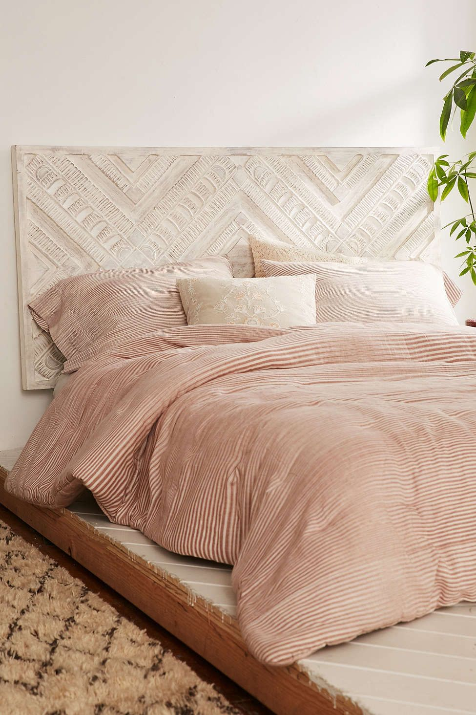 Bettsofa Pinterest Amira Carved Wood Headboard Urban Outfitters Interiores