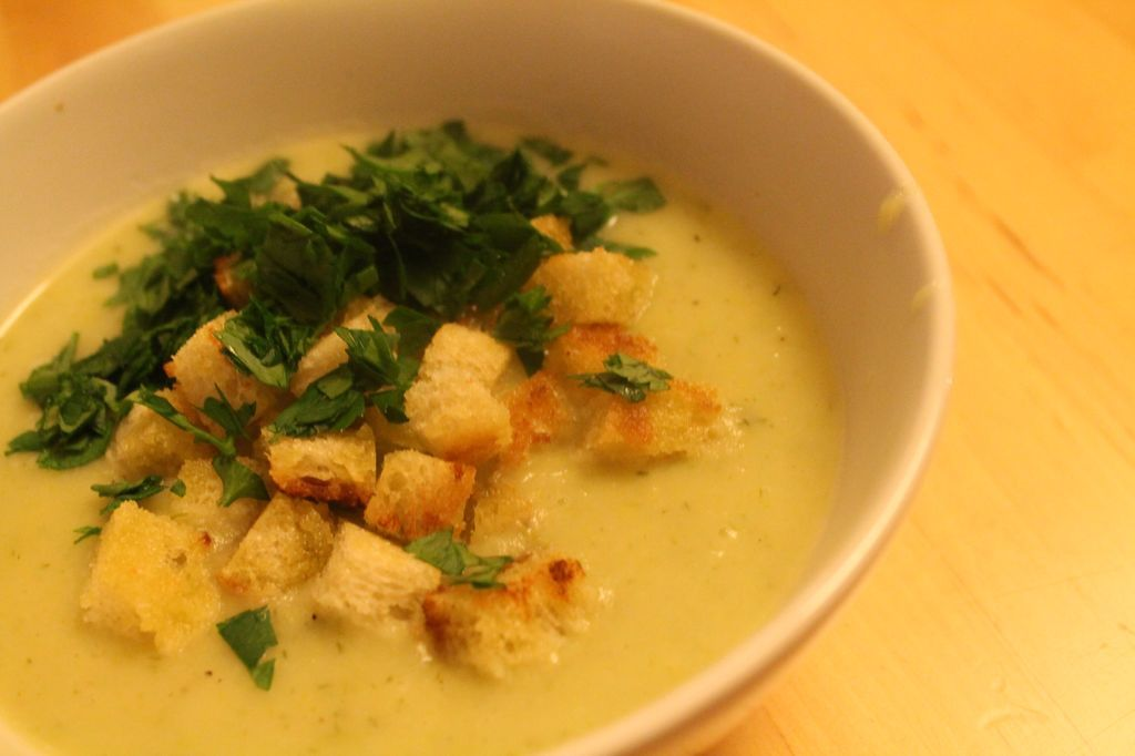 Porree-Kartoffel-Creme-Suppe mit Croutons. Genau das Richtige für einen schönen kalten Tag.