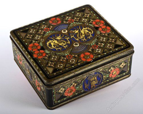Antiques Atlas - Antique Huntley And Palmer C1900s Biscuit Tin.