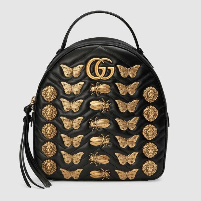33724690ee1 sac a dos noir Gucci décoré avec des insectes en métal effet bronze vieilli  et des franges longues noires sur les fermetures éclair