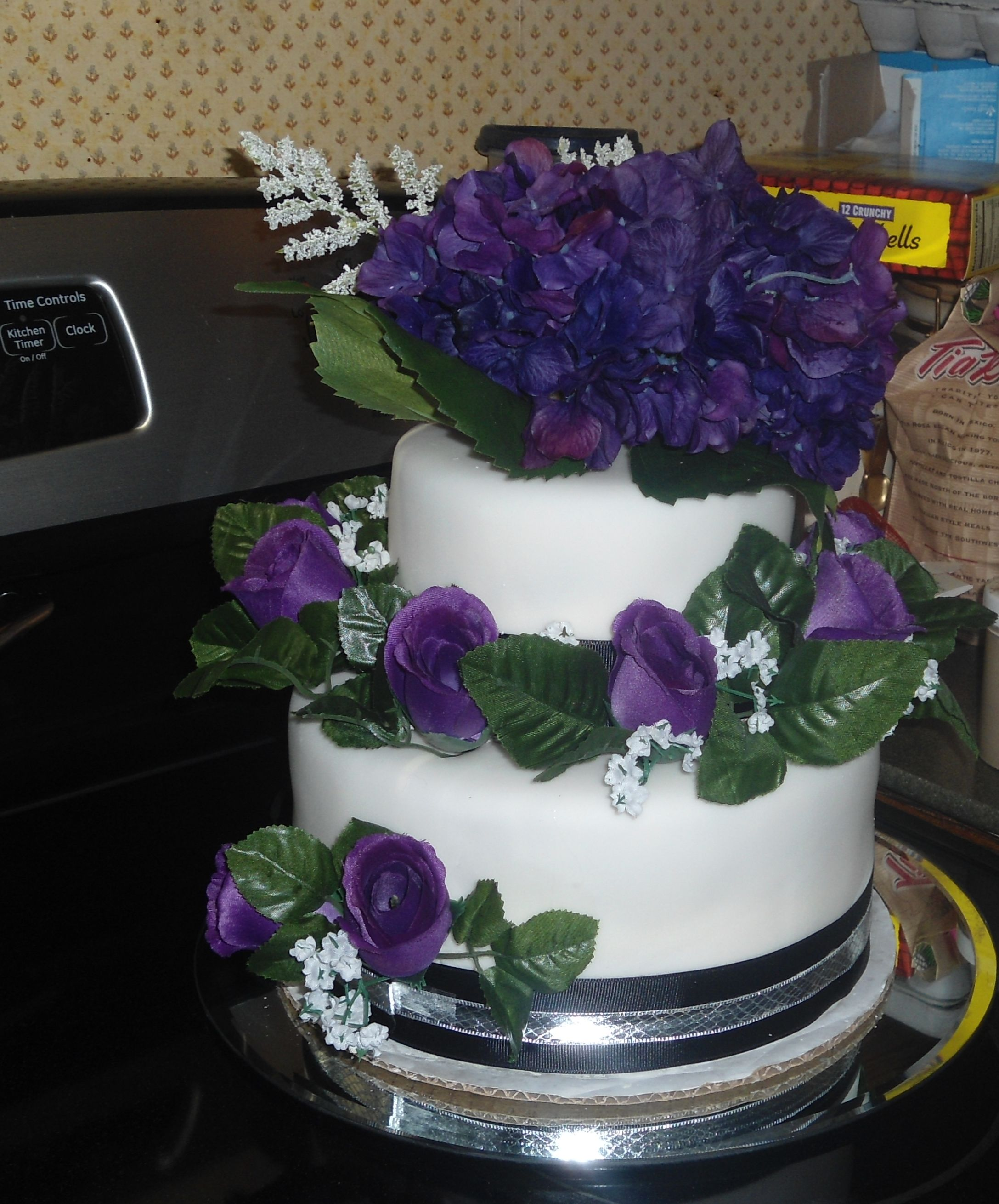 White Wedding Cake With Purple Flowers My Cakes Pinterest
