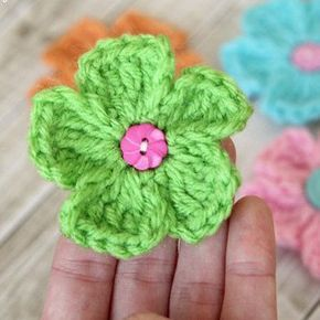 After making some little bow ties over the weekend, I was in the mood to crochet flowers today. This little daisy crochet pattern is very simple – they might take three minutes to whip up. This little flower is a great beginner crochet pattern, too! These flowers are great for embellishing hats, blankets, and bags....