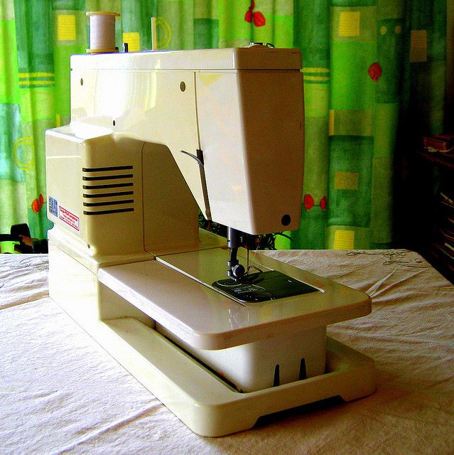 Sewing Machine Found This Cool Sewing Machine Pic Sewing Machine Cool Elnita 200 Sewing Machine Review