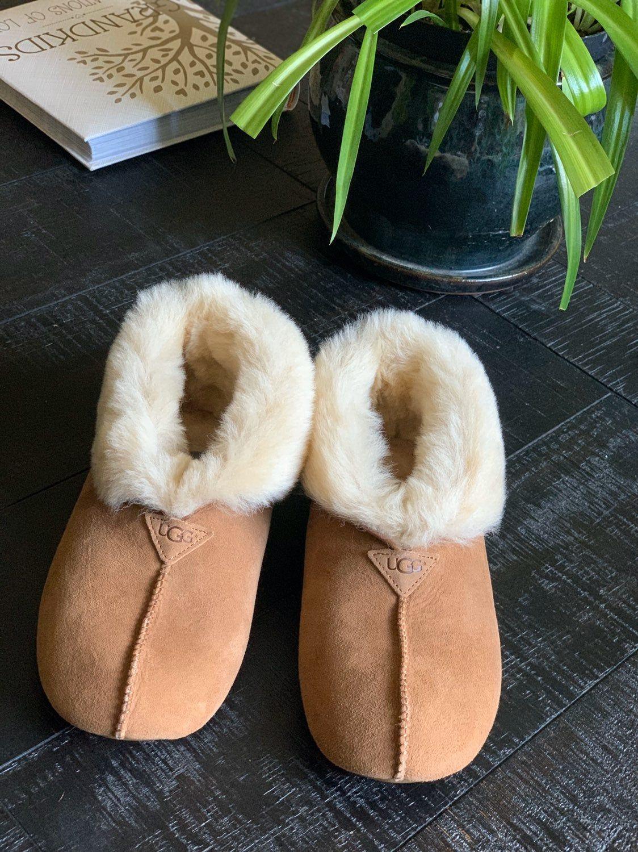 Slippers, Womens slippers, Ugg slippers
