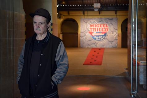 Revista Ojos Rojos. En esta entrevista nos acercamos al trabajo que lleva realizando desde hace más de 35 años Miguel Trillo como retratista. Miguel Trillo en Tabacalera, foto  © Ana Torralva 2014