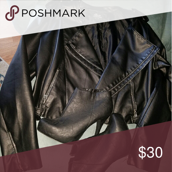 Waist length biker jacket This jacket is super cute paired with some booties and your favorite skinny jeans you are ready to go Forever 21 Jackets & Coats