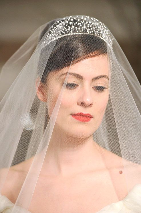 Romona Keveza pairs a simple wedding veil with a delicate ...