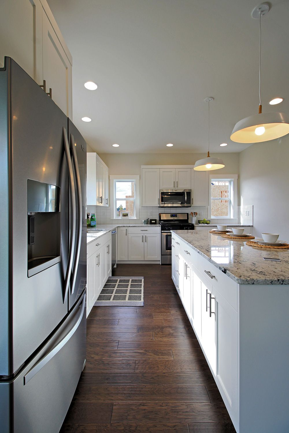 L Shaped Kitchen With White Shaker Cabinets Colonial White Granite Countertops Dark Engin White Granite Countertops White Kitchen Paint White Shaker Cabinets