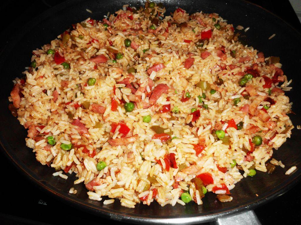 Menú especial pollo indonesio con arroz thai por solo $15000 puesto.