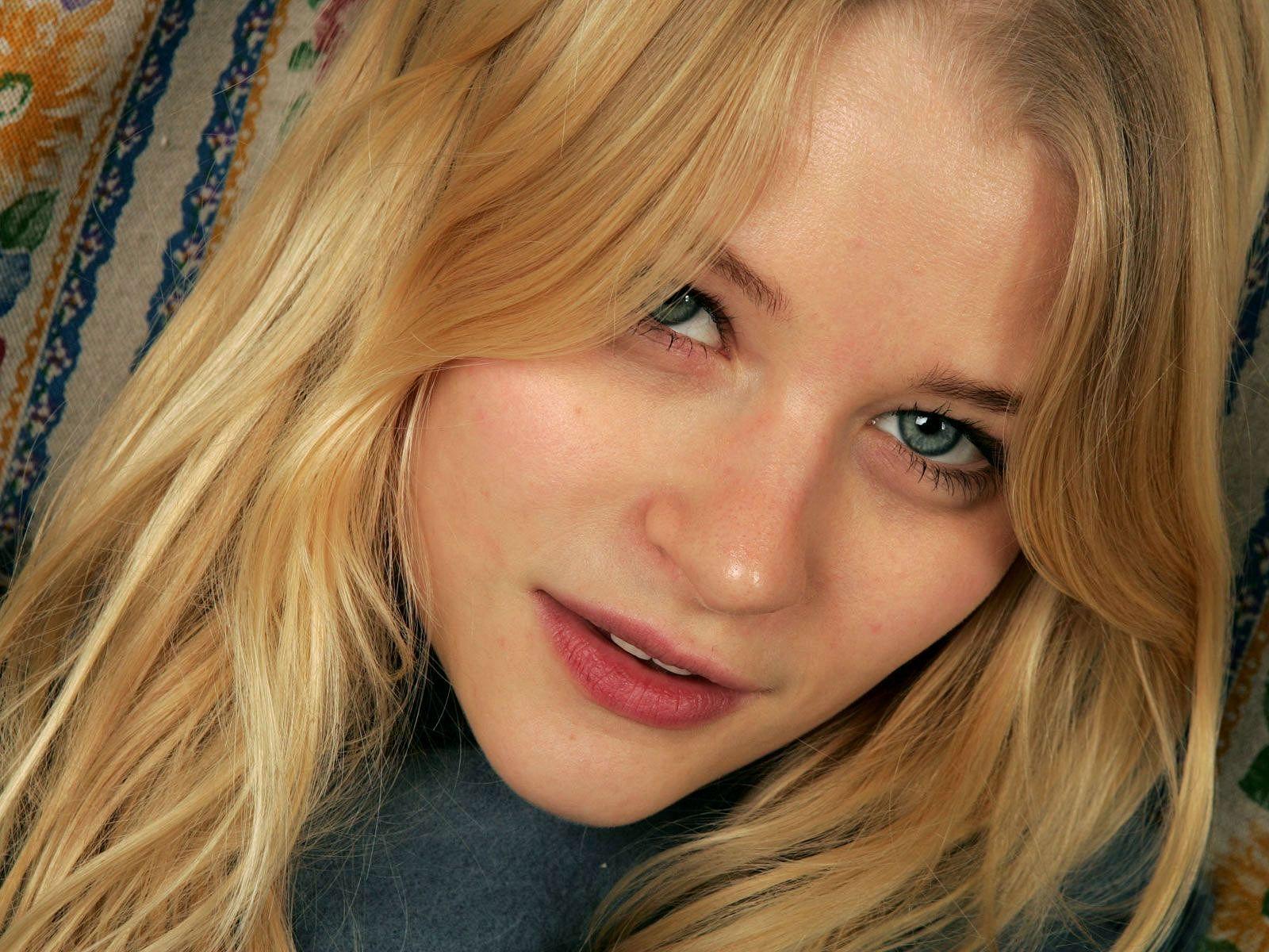 Emilie De Ravin Wallpaper Emilie De Ravin Mistresses Tv Show Actresses