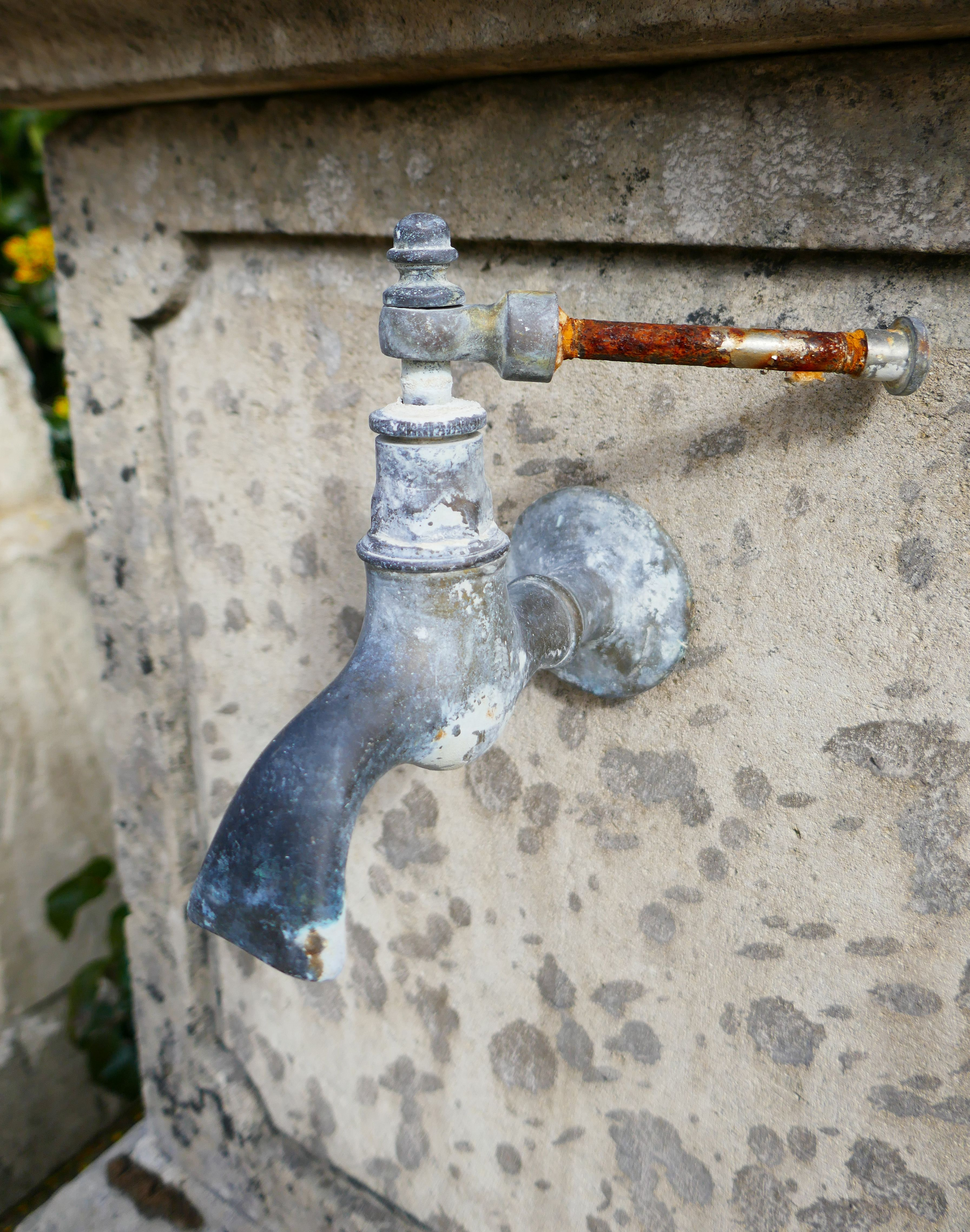 Épinglé sur Sorties d\'eau et robinets pour fontaines