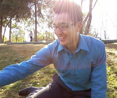 shiny grass and blue shirt in mytigermx.blogspot.mx