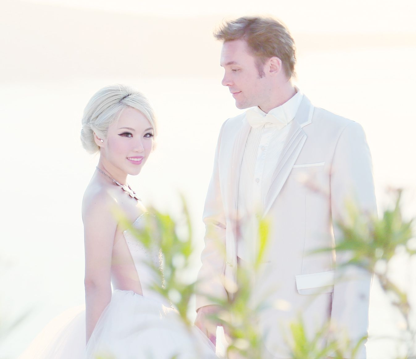 Xiaxue S Amazing Wedding Shoot With Sunrise Greece In Santorini Xiaxue Blogspot Com Wedding Photos Poses Wedding Photoshoot Greece Wedding