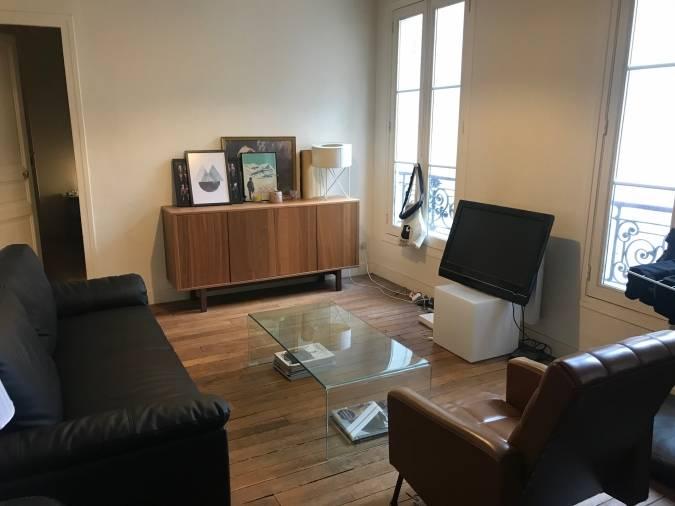 Achetez Des Maintenant Commode Television Table Basse D Occasion De Style Moderne En 2020 Vide Appartement Meuble A Vendre Appartement Moderne