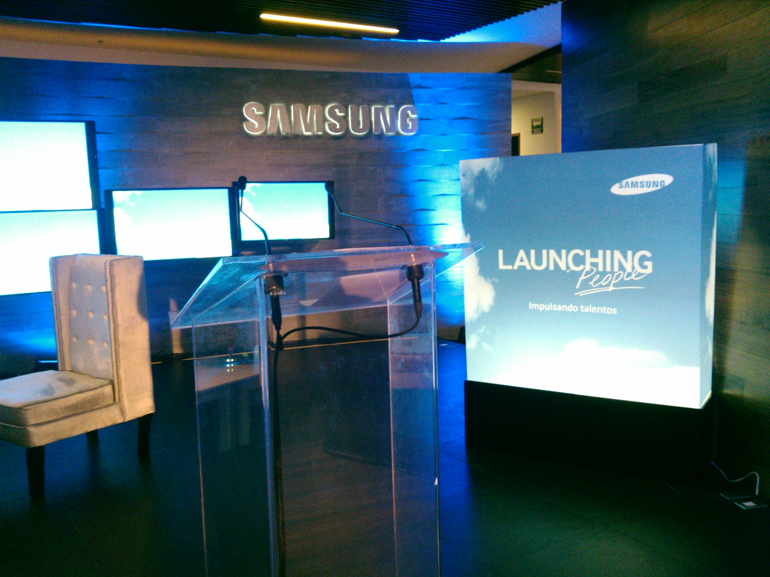 Caja de luz Lightbox #Branding #Samsung | Branding SAMSUNG ... for Light Box Branding  59dqh
